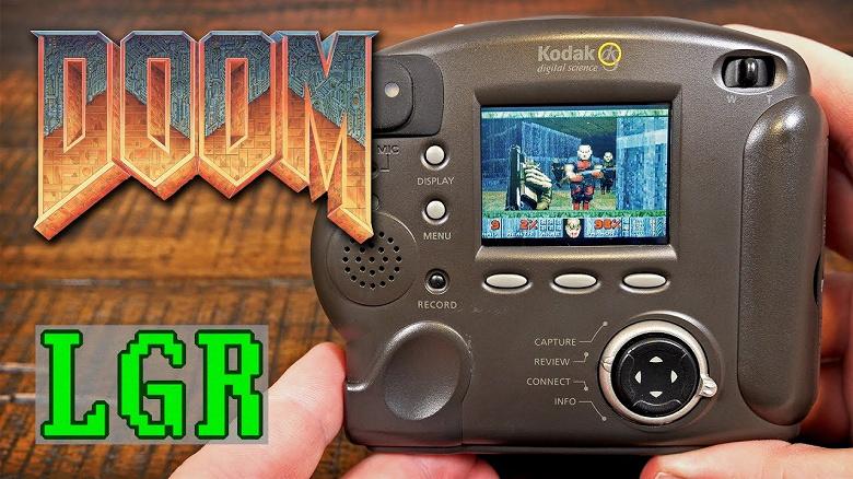 Не выбрасывайте, пригодится. 20-летний фотоаппарат научили играть в Doom