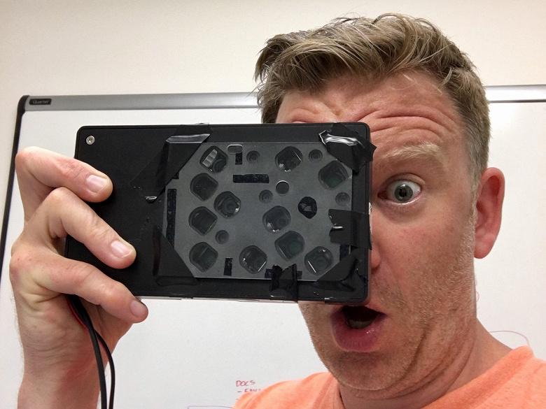 Смартфоны выстроились в очередь за камерами