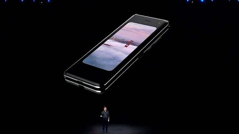 galaxy-fold-folded-up-samsung-unpacked_l