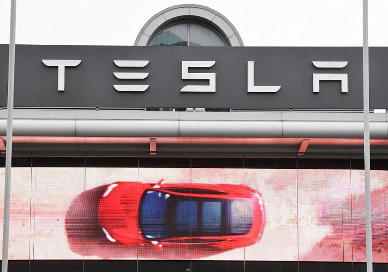 Tesla поднимает цены на электромобили