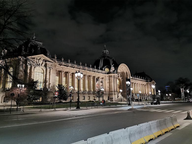 Привет из Парижа. Первые фотографии, сделанные на камеру Huawei P30 Pro
