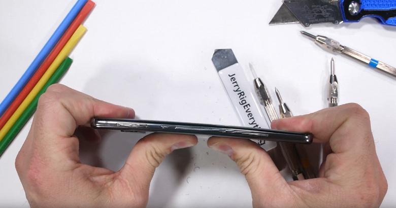 Смартфон Samsung Galaxy S10 без проблем прошёл испытания блогера JerryRigEverything