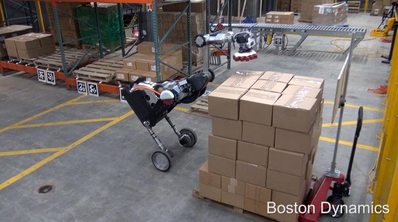 Видео дня: птице-робот Boston Dynamics с клювом-присоской ловко орудует коробками на складе