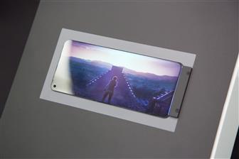 AU Optronics анонсировала экран для смартфонов с самым маленьким вырезом для фронтальной камеры