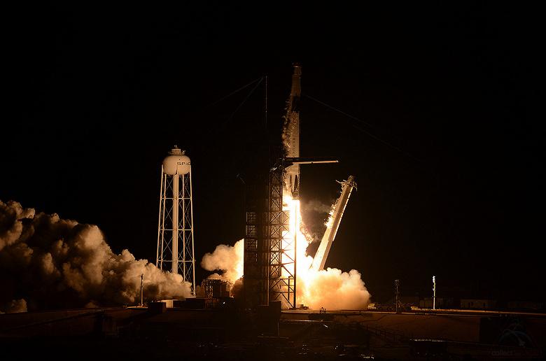SpaceX впервые запустила космический корабль Crew Dragon к МКС