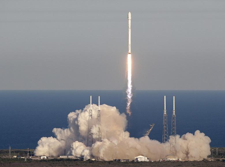 Космический удар: NASA выбрало SpaceX для реализации миссии по столкновению космического корабля с астероидом