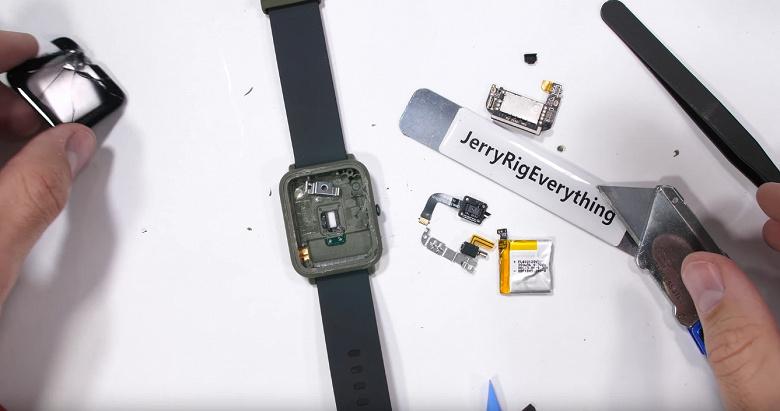 Блогер JerryRigEverything решил проверить слухи относительно проблем с часами Xiaomi Amazfit Bip