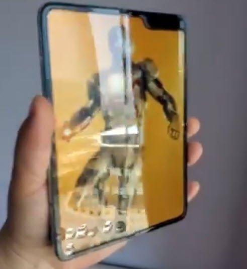 Видео дня: Samsung Galaxy Fold и его экранная складка