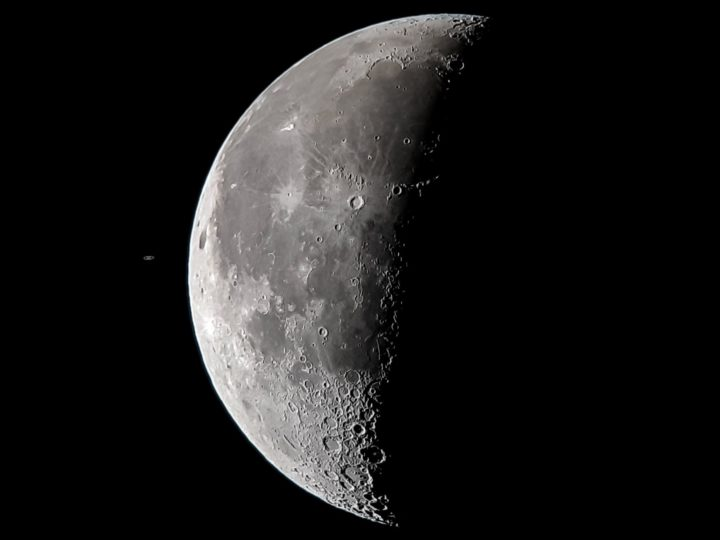 На смартфон Samsung Galaxy S8 сфотографировали Сатурн