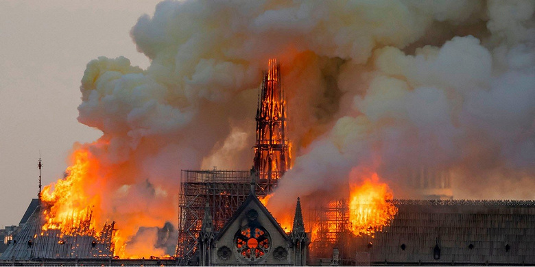 Apple пожертвует средства на восстановление собора Нотр-Дам-де-Пари