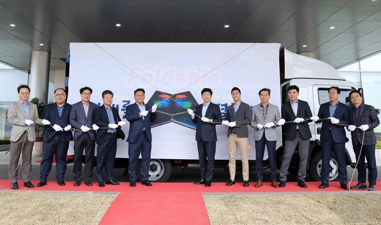 Стартовало массовое производство экранов для смартфона Samsung Galaxy Fold