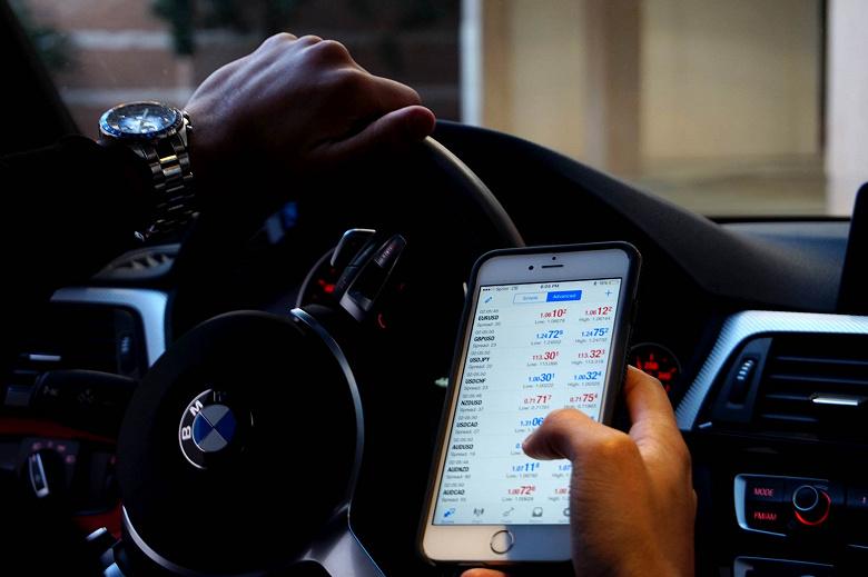 Водители с iPhone оказались опаснее, чем пользователи Android
