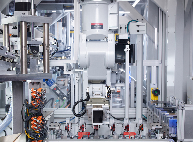 Робот Apple Daisy может разбирать 200 смартфонов iPhone в час
