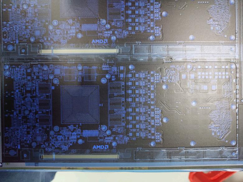 Фото дня: печатная плата неизвестной видеокарты AMD, которая получит память GDDR6 и два восьмиконтактных разъёма дополнительного питания
