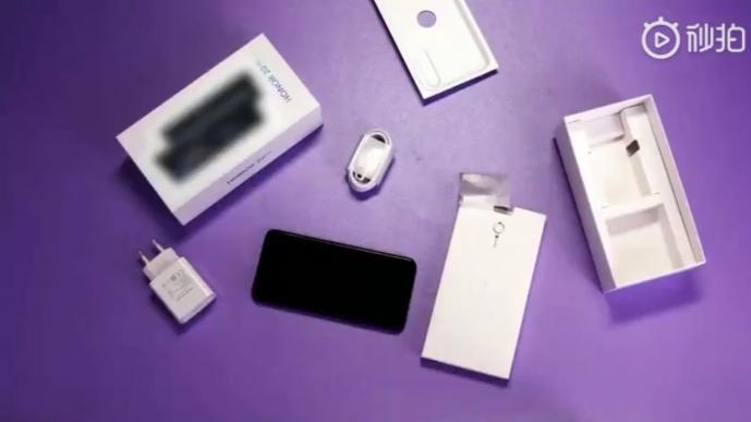 Фотогалерея дня: смартфон Honor 20 Pro со всех сторон