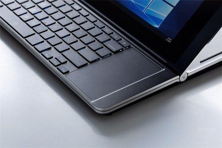 Intel показала игровой ноутбук Honeycomb Glacier с двумя экранами, расположенными друг над другом, и двумя рядами петель