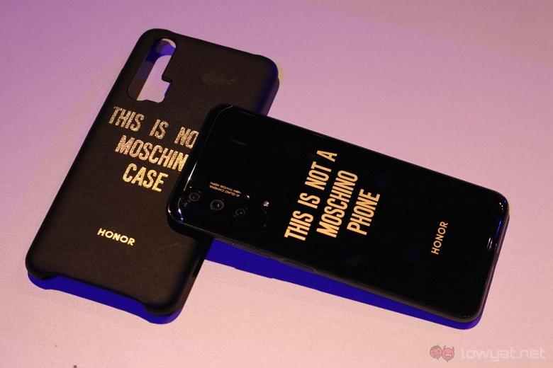 Смартфоны Honor 20 получили эксклюзивную тему оформления Fortnite и беспроводной геймпад, а Honor 20 Pro еще и спецверсию Moschino Edition