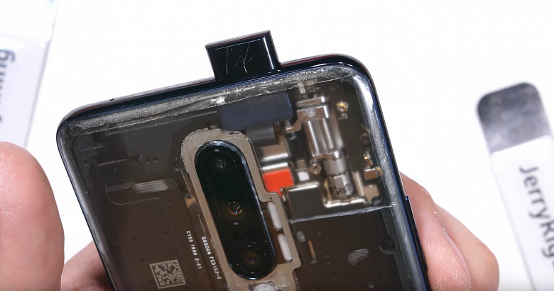 Красного аккумулятора всё ещё нет. Разборка OnePlus 7 Pro показала, как аппарат устроен внутри