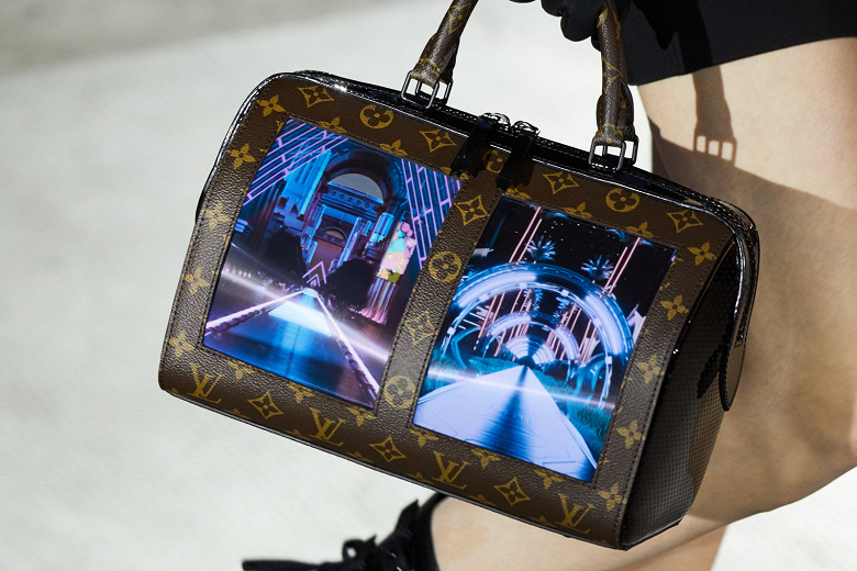 Беспощадная мода: дом Louis Vuitton показал сумки с гибкими дисплеями OLED