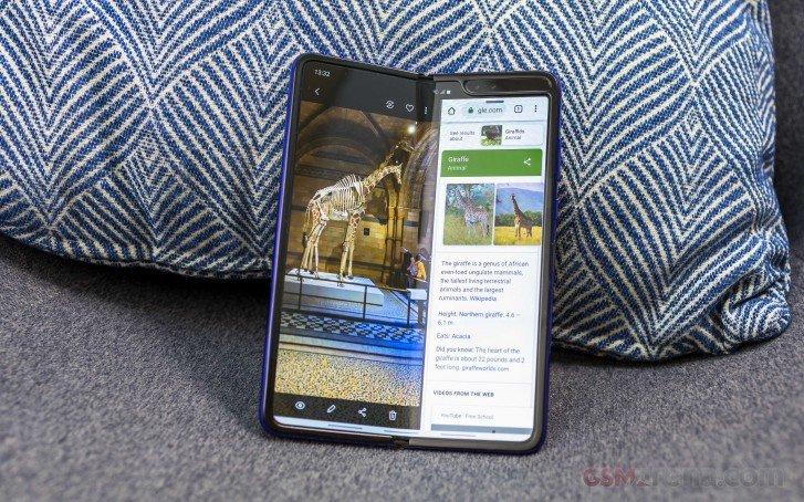 Операторы и магазины отменяют предзаказы на Samsung Galaxy Fold