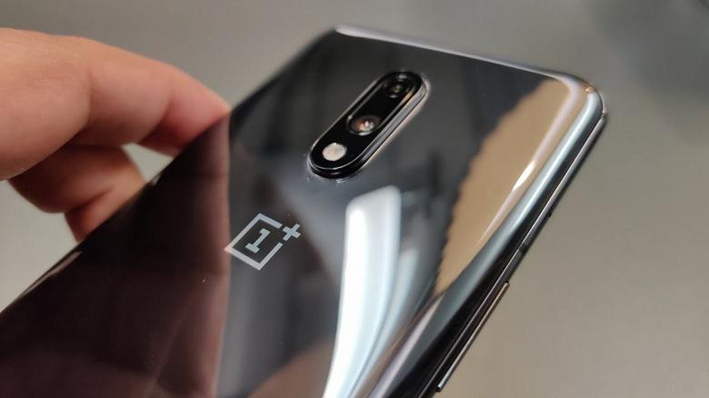 Samsung отдала лидерство в премиальном сегменте Индии компании OnePlus