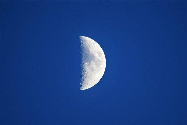 Huawei запатентовала собственный режим съемки Луны