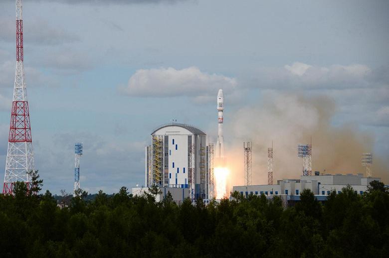 Спутники «Сократ», «АмурСат» («АмГУ-1») и «ВДНХ-80», созданные при участии студентов и сотрудников МГУ, успешно выведены на орбиту