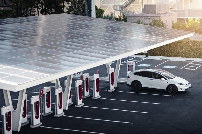 Tesla открыла первую станцию с почти 40 зарядками Supercharger V3