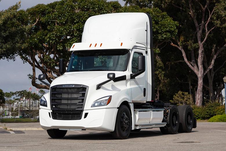 У Daimler готовы первые большие электрические грузовики