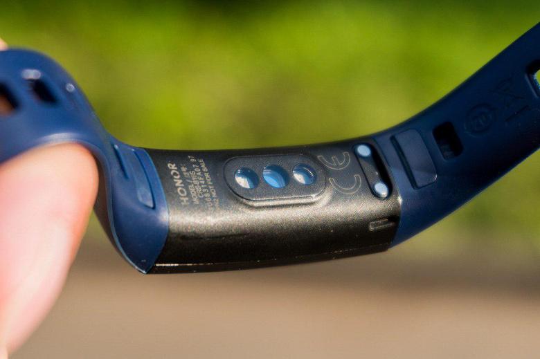 Российская версия Honor Band 5 не умеет замерять насыщение крови кислородом, а также лишена модуля NFC
