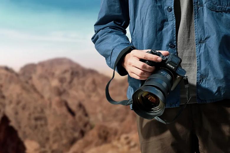 В России стартовал предзаказ на беззеркальную камеру Sony a7R IV по безумной цене