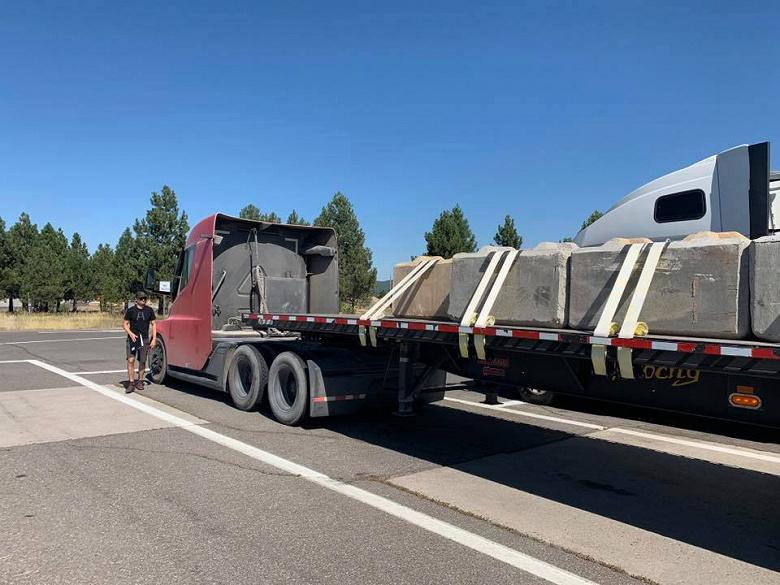 Электрический грузовик Tesla Semi с полной нагрузкой подтвердил заявленную автономность