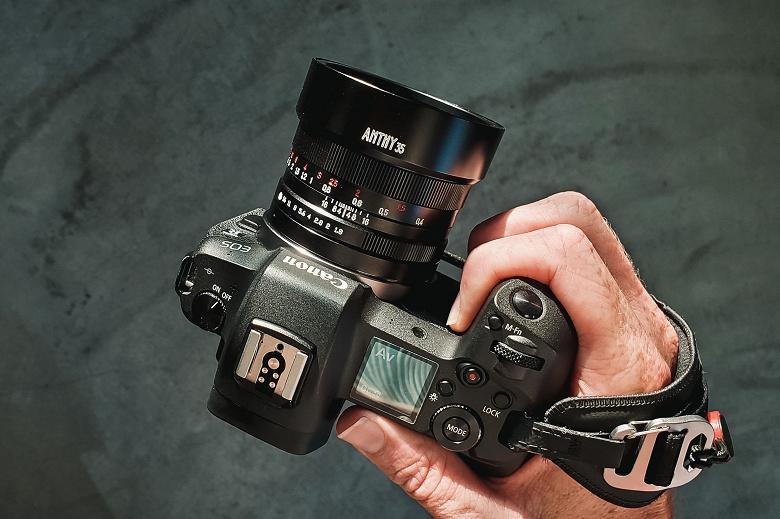 Полнокадровый объектив Yasuhara Anthy 35mm f1.8 предназначен для беззеркальных камер