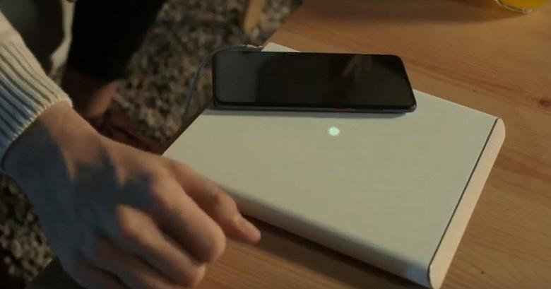 Видео дня: смартфон Xiaomi Mi 9S Pro 5G верхом на беспроводной зарядной станции Xiaomi Mi Charge Turbo