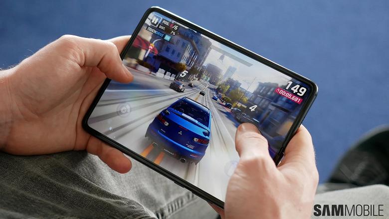 Апдейт для избранных. Первое обновление Samsung Galaxy Fold приносит одну из функций Galaxy Note10