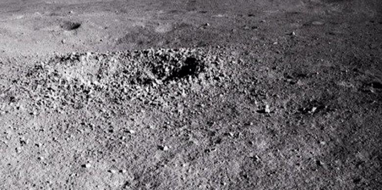 Китайский луноход изучил таинственный «гель», найденный на поверхности Луны