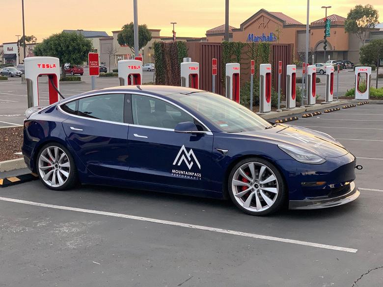 Tesla Model S установила очередной рекорд на гоночном треке