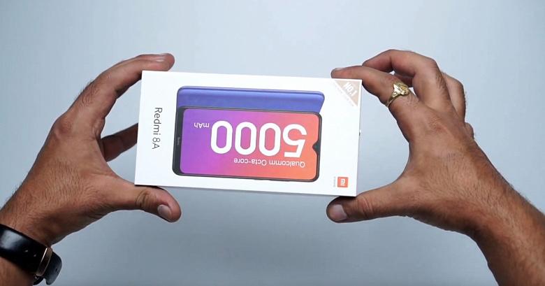 Первая распаковка Redmi 8A показала, что имеется в комплекте смартфона