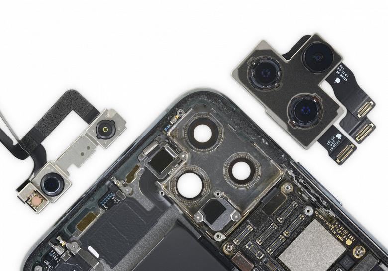 Нет, в новых iPhone нет обратной беспроводной зарядки, которую Apple включит когда-нибудь потом
