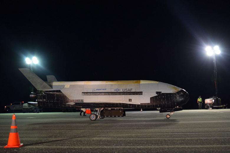 Космический аппарат Boeing X-37B приземлился после 780 дней на орбите