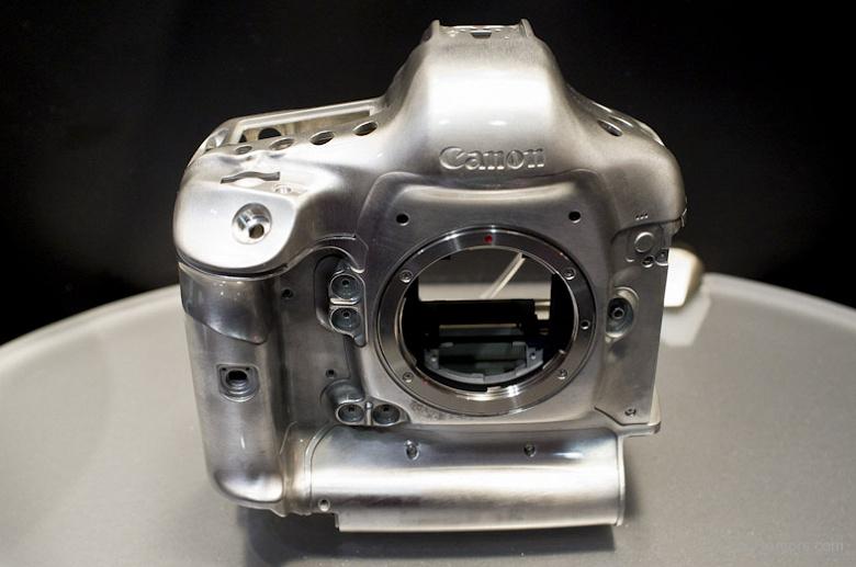 Появились предварительные спецификации Canon EOS-1D X Mark III
