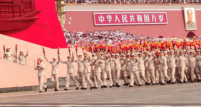 Как снимает смартфон на 108 Мп в реальности. Руководство Xiaomi опробовало революционный Mi Mix Alpha на военном параде в Китае
