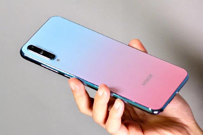 «Идеальный» молодёжный смартфон Honor с Kirin 810 хватает производительностью