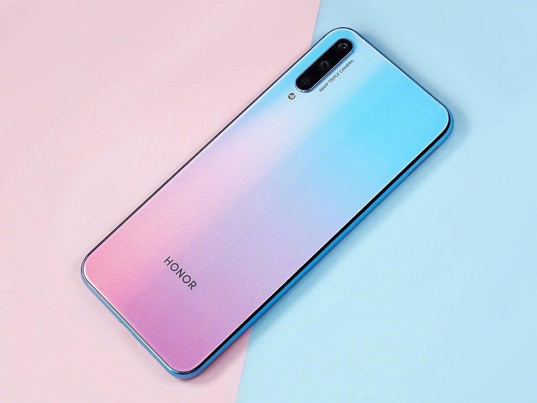 «Идеальный» молодёжный смартфон Honor в полный рост