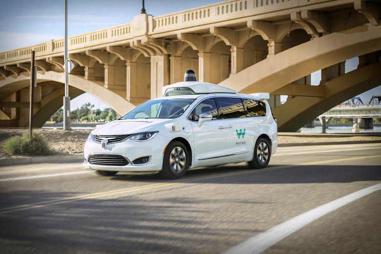 Теперь по-настоящему беспилотные такси. Сервис Waymo One сделал шаг вперёд