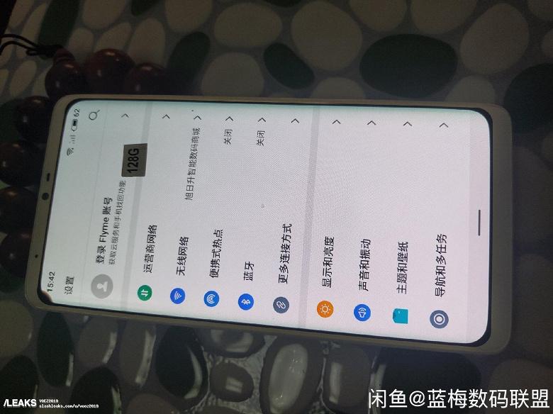 Meizu без кнопок и вырезов на живых фото