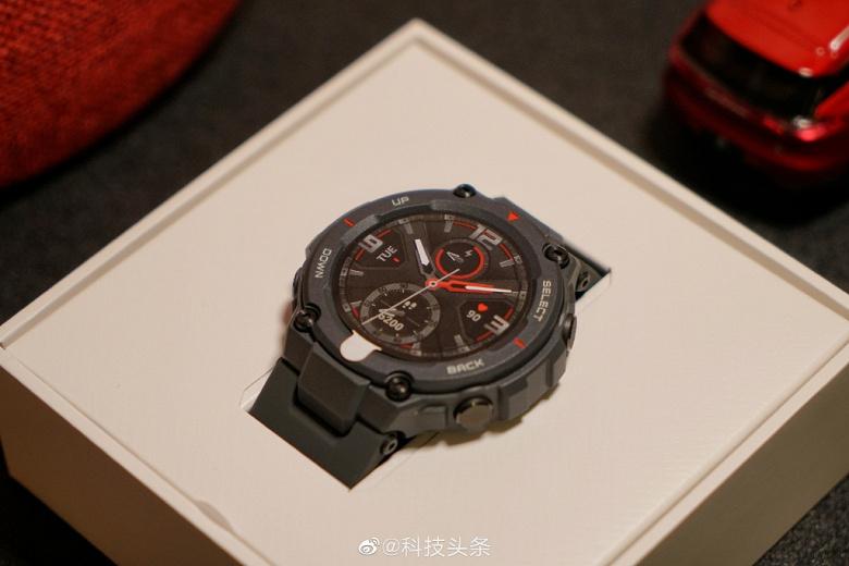 Неубиваемые умные часы Amazfit T-Rex в продаже