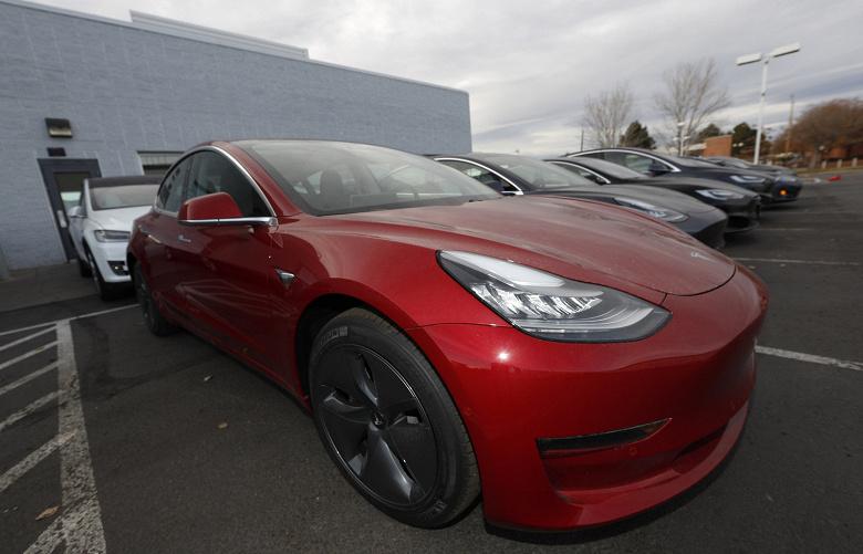 Автомобили Tesla скоро смогут разговаривать с пешеходами