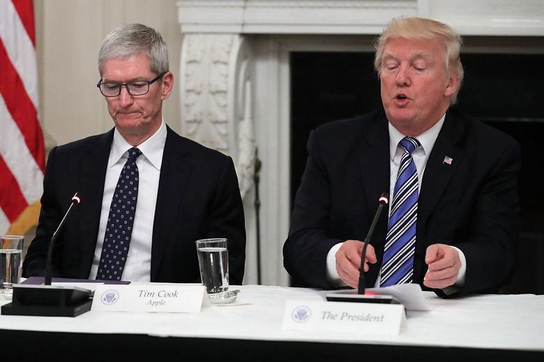 Мы вам постоянно помогаем, а вы… Трамп обиделся на Apple
