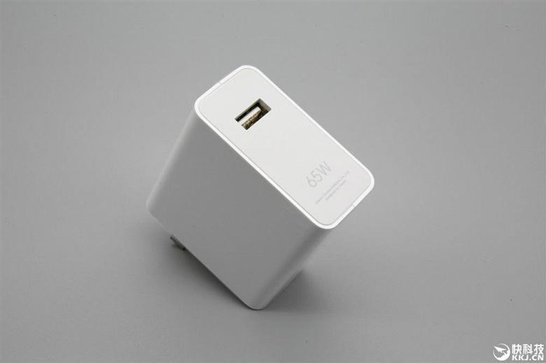 Xiaomi предложила владельцам Xiaomi Mi 10 докупить крошечное и более эффективное зарядное устройство